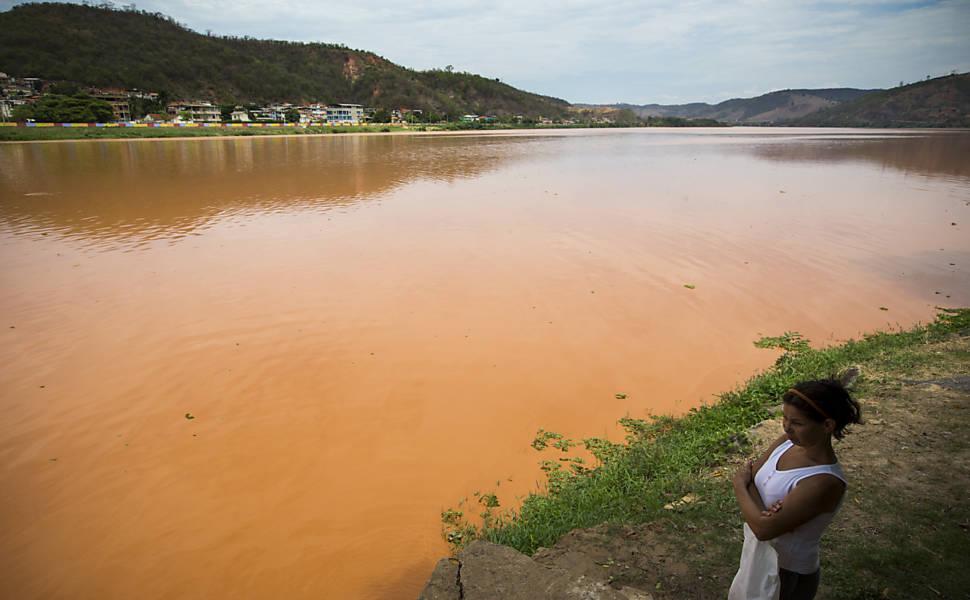 Índios protestam contra poluição do Rio Doce