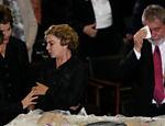 A presidente Dilma Rousseff e o ex-presidendte Lula participam do velório do ex-vice-presidente José Alencar no salão Nobre do Palácio do Planalto