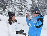 Kate Middleton brinca com o príncipe William durante viagem em família nos alpes franceses