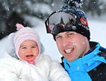 O príncipe William se diverte com Charlotte nos alpes