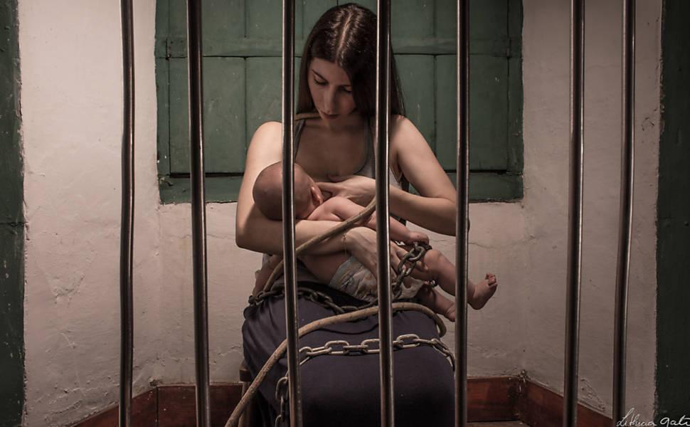 Projeto fotográfico aborda os sofrimentos da mulher na sociedade