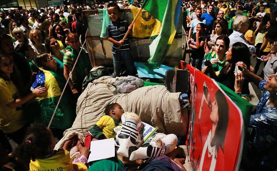 Grupo anti-Dilma faz ato contra nomeação de Lula em SP
