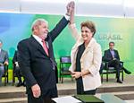 O novo ministro da Casa Civil, Lula, e a presidente Dilma Rousseff no Palácio do Planalto