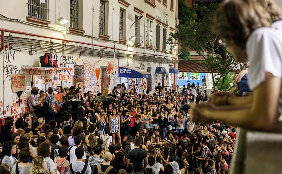 Manifestação contra impeachment na PUC-SP, em 2016