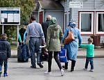 Refugiados sírios vindos de Istambul, chegam ao abrigo de Friedlandm, na Alemanha central