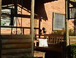 La Taverne Bistro, que serve pratos com cogumelos cultivados na região, na estrada de terra para a pedra da Macela