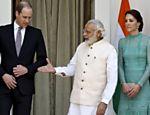 Primeiro-ministro da Índia, Narendra Modi aperta com força a mão do Príncipe William
