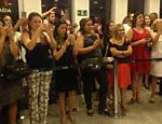 Público na fila para conhecer Alexandre Nero após o show no Teatro Porto Seguro
