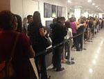Público na fila para conhecer Alexandre Nero