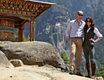 Principe William e Kate Middleton visitam o monastério do Ninho do Tigre, próximo a Paro, no Butão