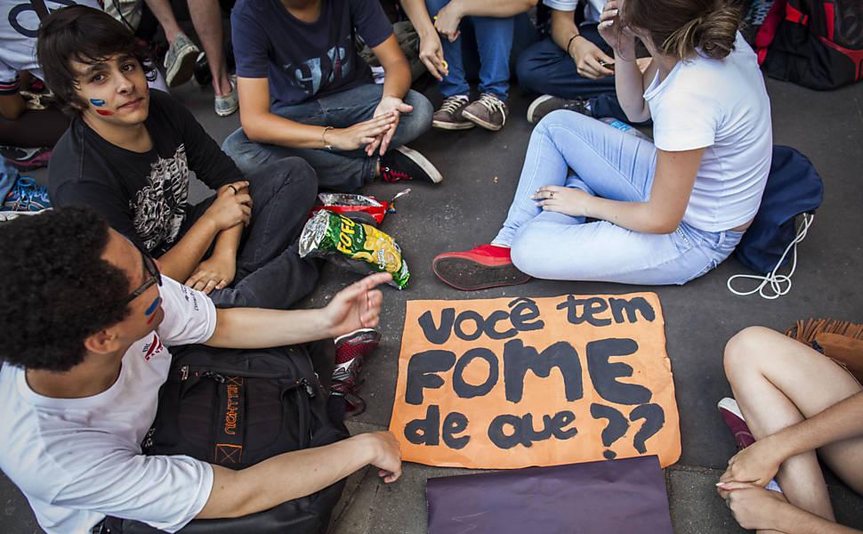 Estudantes fazem ato contra o governo Alckmin