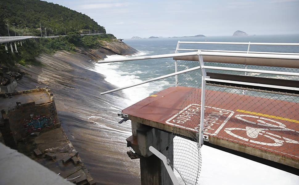 Trecho de nova ciclovia desaba no Rio