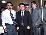Malafaia ao lado do então candidato derrotado à presidência Anthony Garotinho, no dia 11.out.02; após reunião com líderes de igrejas evangélicas, que estavam divididos entre apoiar Serra ou Lula, Garotinho disse que