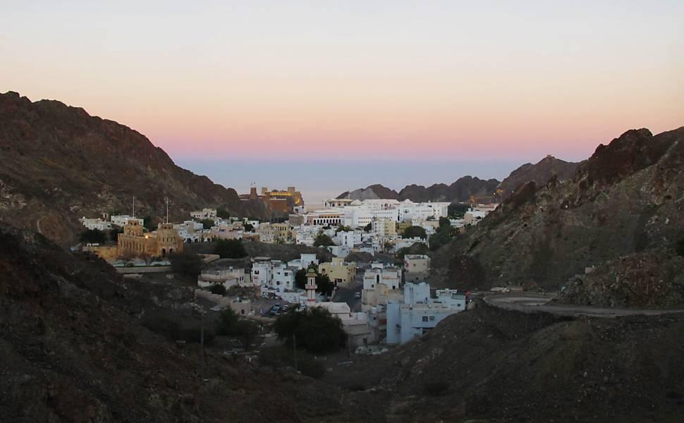 Omã mistura tradição islâmica e paisagens virgens