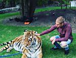 Justin Bieber foi criticado pelo Peta por foto com tigre em festa