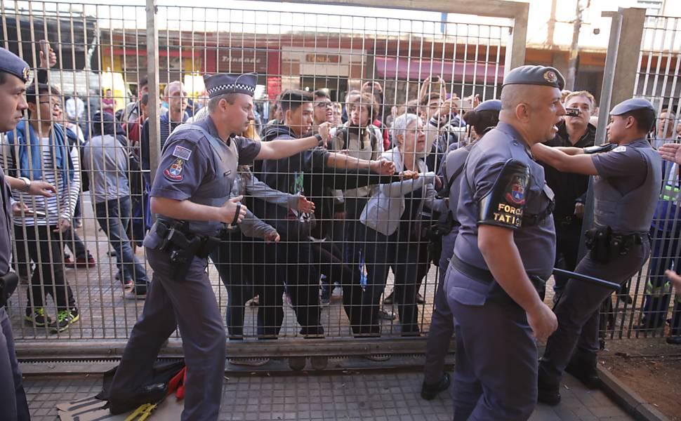 Polícia invade Centro Paula Souza