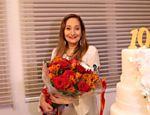 Sonia Abrão recebe flores na festa de dez anos do programa 'A Tarde É Sua'