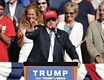 Pré-candidato republicano Donald Trump em campanha em Lynden, Washington