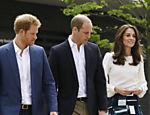 O príncipe William, o príncipe Harry e a princesa Kate durante uma visita ao lançamento de Heads Together, em Londres