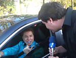 Silvio Santos, no carro, dá entrevista à RedeTV!