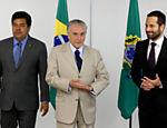 Michel Temer e o ministro da Educação e da Cultura, Mendonça Filho, apresentam o secretario nacional de Cultura, Marcelo Calero