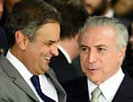 Temer e senador Aécio Neves na posse dos ministros do governo interino