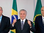 Presidente  Michel Temer posa para foto durante entrevista com o novo presidente do Banco Central,  Ilan Goldfajn, e o ministro da Fazenda, Henrique Meirelles, no Palácio do Planalto