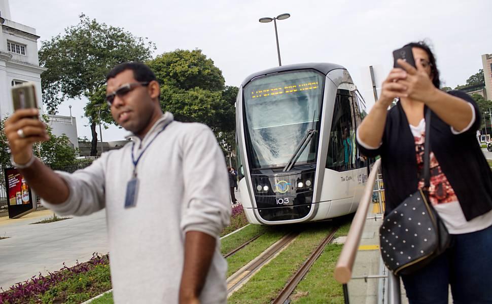 VLT começa a circular no centro do Rio