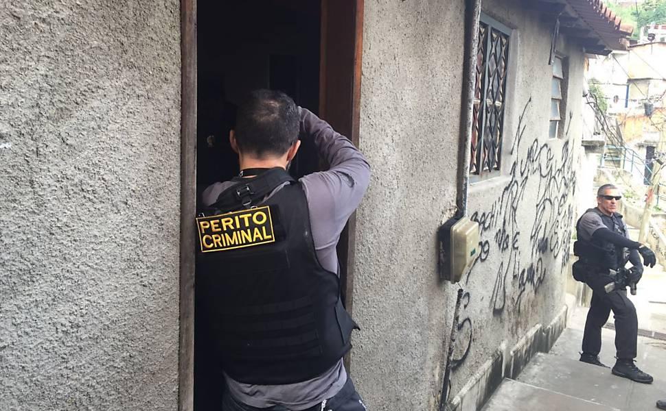 Estupro coletivo de adolescente no Rio