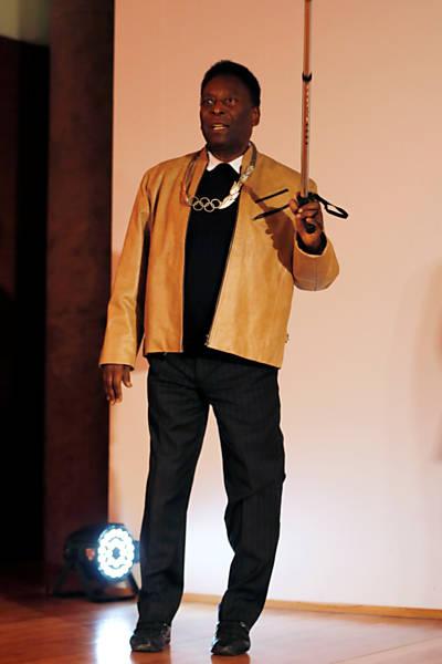 Pelé recebe homenagem do COI