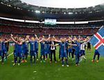 Jogadores da Islândia comemoram classificação para as oitavas de final da Eurocopa