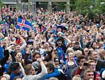 Torcedores da Islândia comemoram classificação para as oitavas de final da Eurocopa
