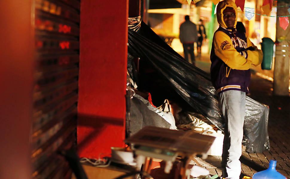 Moradores de rua recusam abrigos durante o inverno