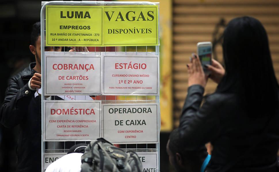 Busca por emprego no Brasil