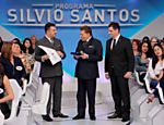 Silvio Santos recebe diploma de doutor em comunicação de Faustino Júnior, CEO do Grupo Educacional Ninepe/Facinepe em seu programa