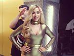 Anitta aparece loira em campanha publicitária de cosmético
