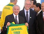 O presidente Michel Temer (PMDB) acompanhado do presidente do COI, Carlos Nuzman e do ministro-chefe da Casa Civil, Eliseu Padilha,  recebe a delegação de atletas olímpicos, no Palácio do Planalto
