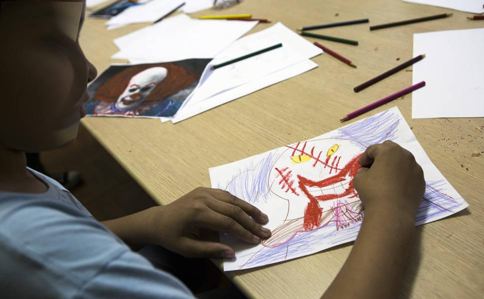 Oficina de fotografia e desenho para adolescentes
