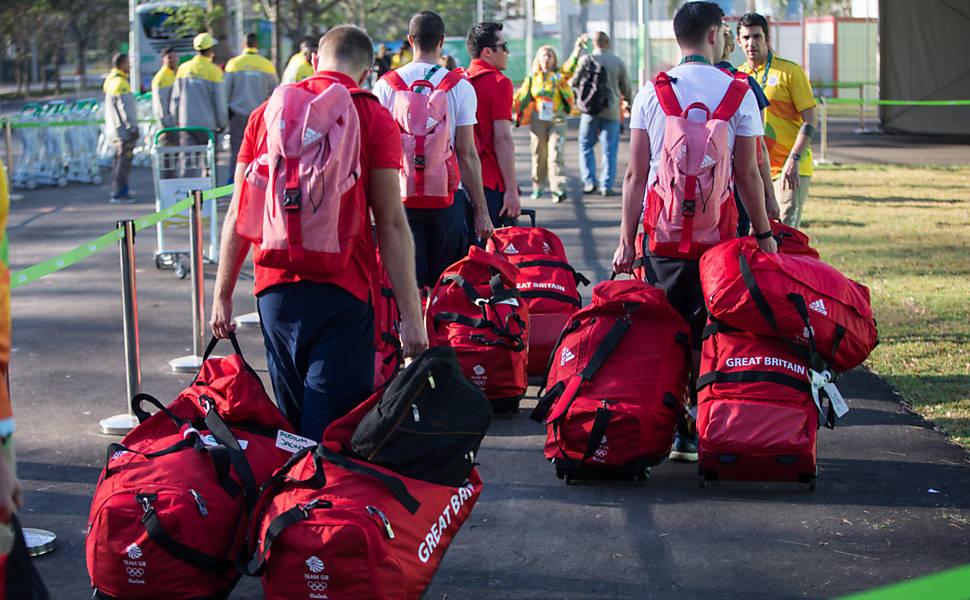 Chegada de atletas à Vila Olímpica