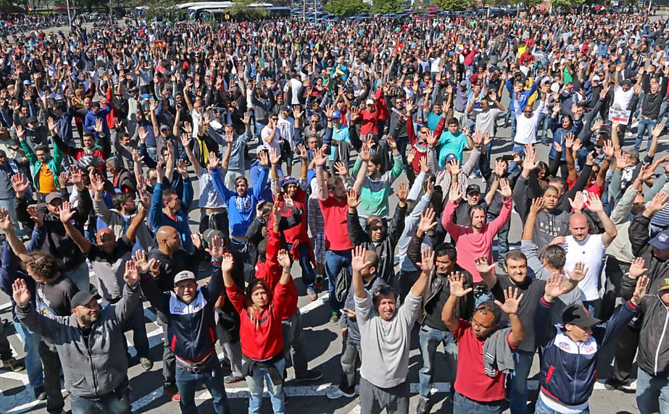 Protesto de operários da Mercedes-Benz