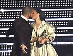 Rihanna virou o rosto após uma declaração do rapper Drake no VMA