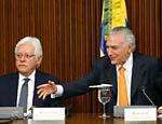 Presidente Michel Temer durante a primeira reunião do Programa de Parceria em Investimentos, no Palácio do Planalto; à esquerda, Moreira Franco, secretário do Programa de Parcerias em Investimentos