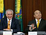 Presidente Michel Temer durante a primeira reunião do Programa de Parceria em Investimentos, no Palácio do Planalto; à direita, ministro Eliseu Padilha (Casa Civil)