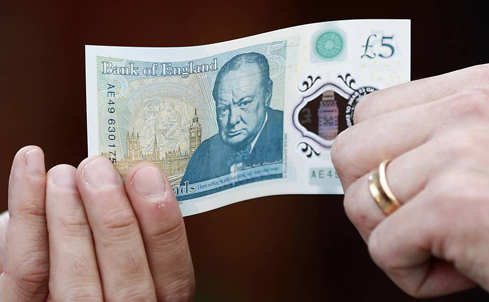 Inglaterra lança cédula de libra de plástico