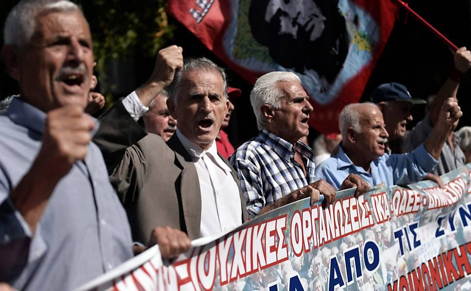 Protesto contra os cortes de pensão, em Atenas