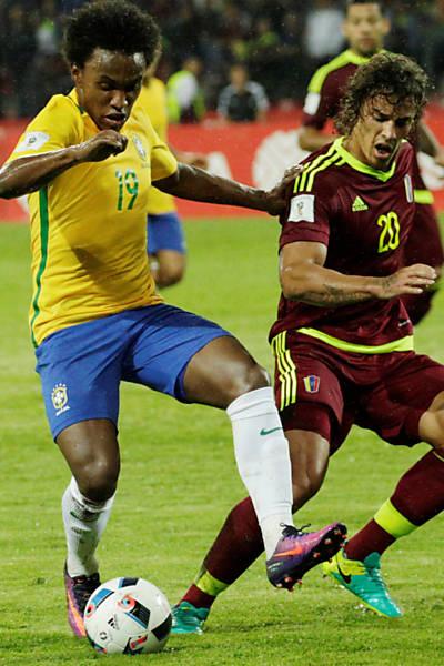 Willian durante jogo da seleção brasileira contra a Venezuela