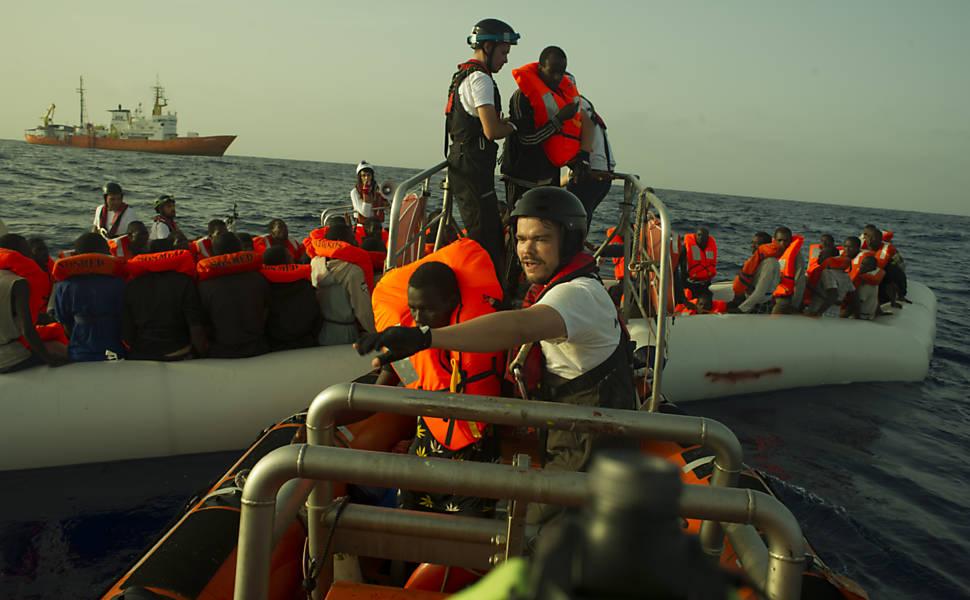 Resgate de refugiados no Mediterr�neo