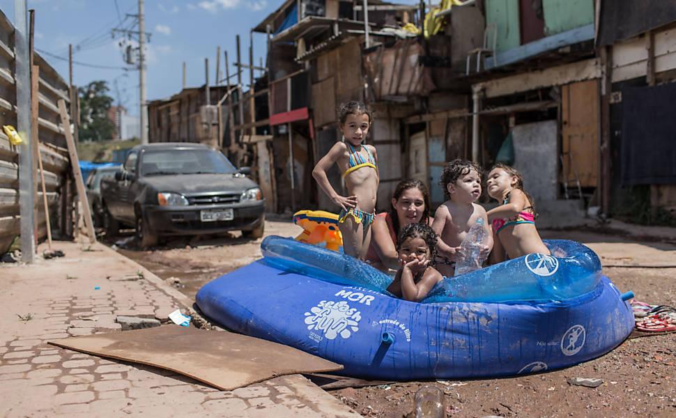 Fila da creche em São Paulo