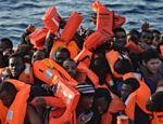 Migrantes e refugiados são resgatados em operação da ONG MAOS, de Malta, e da Cruz Vermelha da Itália