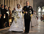 A atriz britânica Claire Foy como a rainha Elizabeth 2ª em sua juventude e o ator Jared Harris como rei George 6º na série